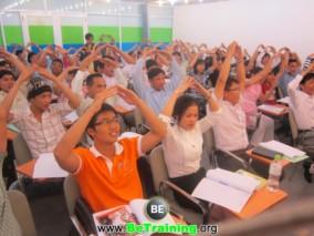 doanh-nhan-thoi-dai-kinh-te-tri-thuc-hoc-lam-giau (1)